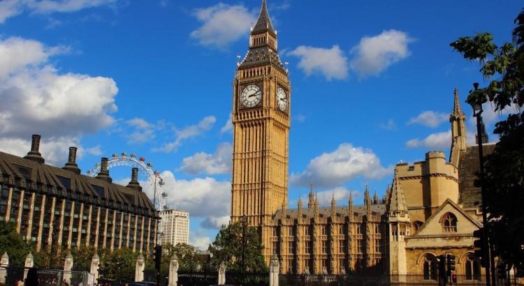 image photo Visiter des églises célèbre pendant la messe de Londres