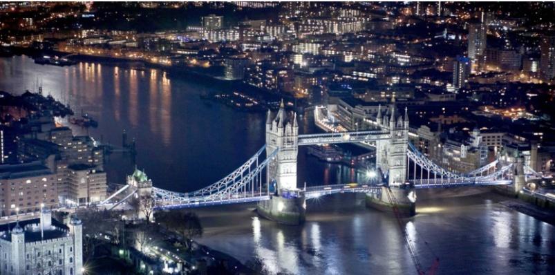 image photo Admirez les étoiles et ayez une vue imprenable sur la ville