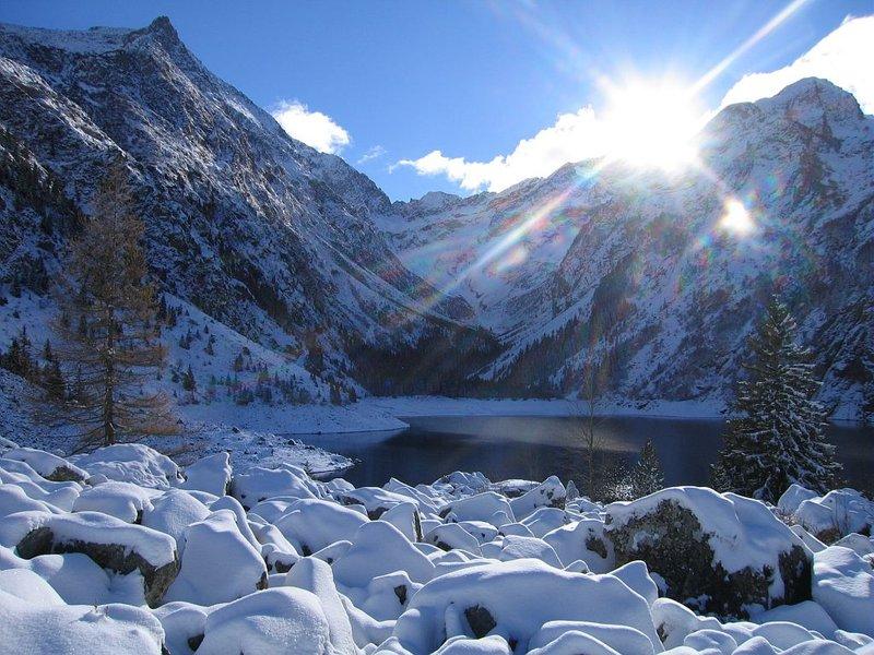 image photo Top 18 lac Lauvitel dans le massif des Ecrins