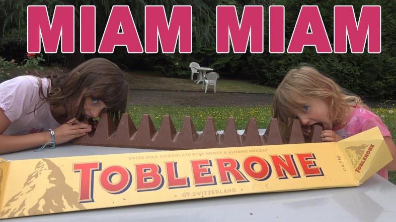 Il y a toujours du Toblerone et des cadeaux. photographie, photo.